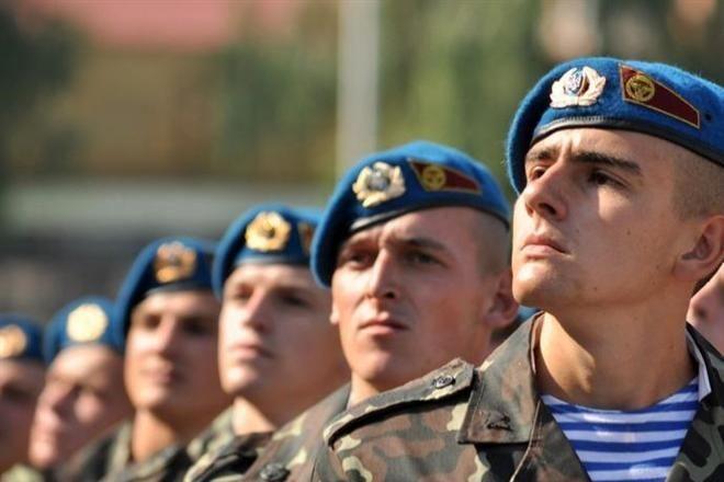 Порошенко объявил о смене цвета беретов украинских десантников